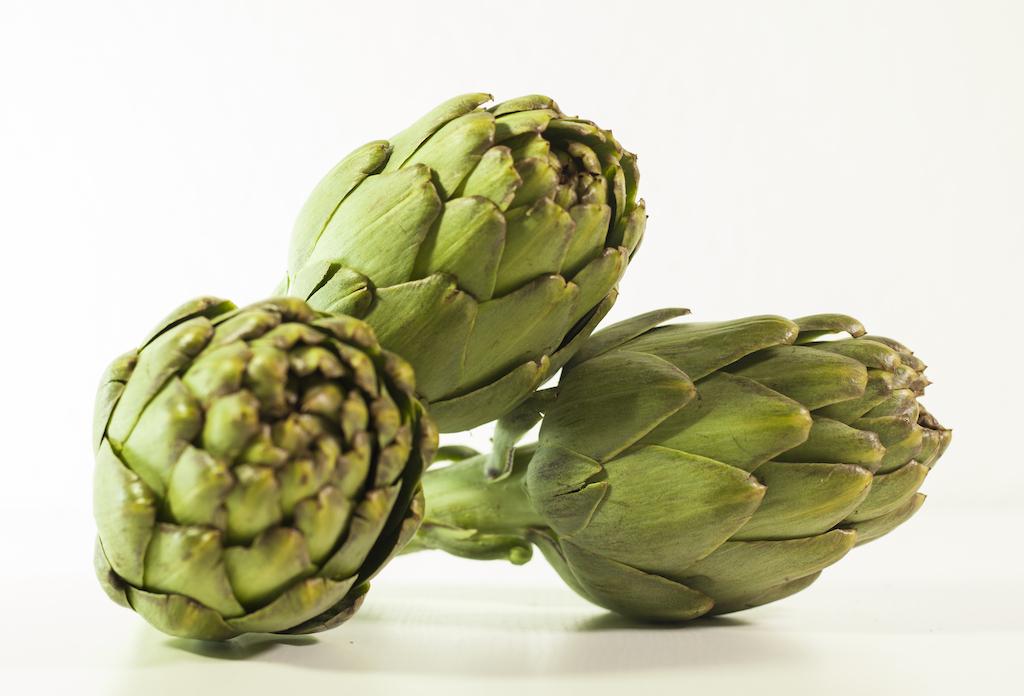 plato de alcachofas como ejemplo de alimentos saludables