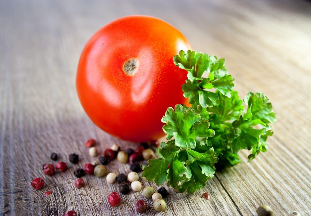 tomate para acompañar platos