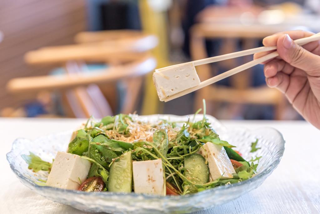ensalada de soja en el menú del restaurante