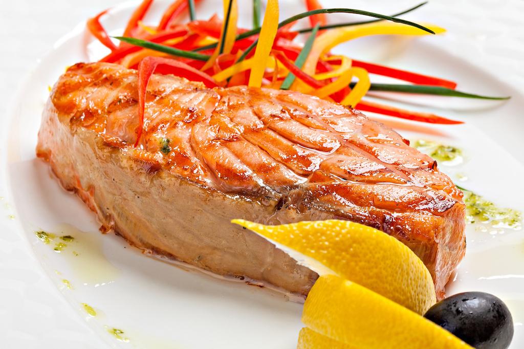 plato de salmón a la placha